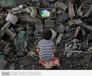 child and tv image