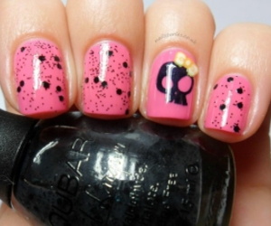 nails and love image
