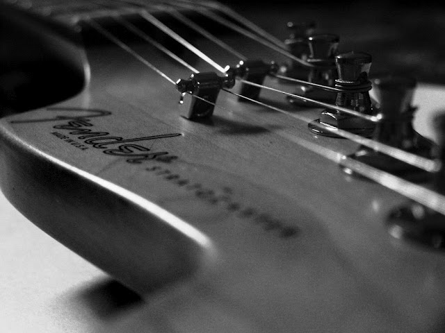 Guitar Wallpaper Pre Cbs Fender Stratocaster Headstock Black And White 1032x774 Great Guitar Sound