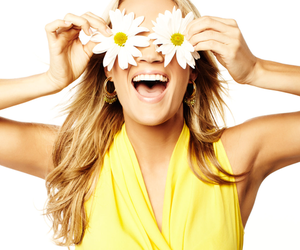 carrie underwood, flowers, and pretty image