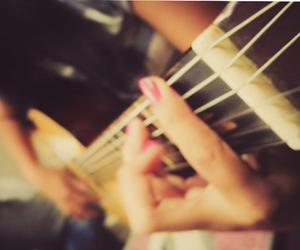 Chica, chicas, and dedos image
