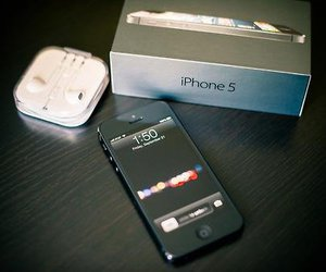 iphone and iphone 5 image
