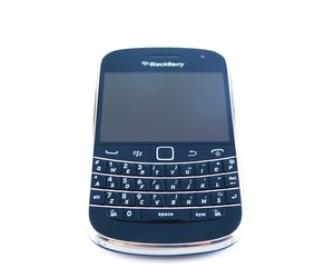 blackberry bold 9900 and telenor serbia image