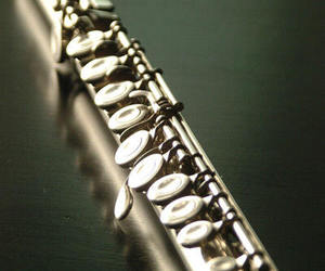 flute and music image