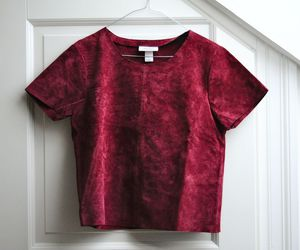 red and t-shirt image