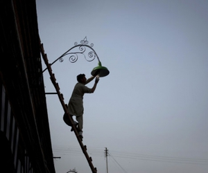 Lahore and streetlamp image