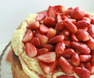 strawberry, strawberrys, and strawberry cake image