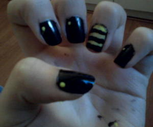 bee, nails, and beyhive image