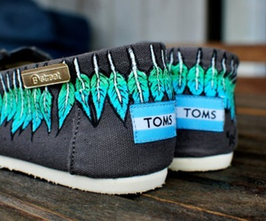 Tom, shoes, and feather image