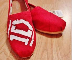 one direction, 1d, and toms image