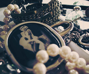 jewelry, Marilyn Monroe, and pearls image