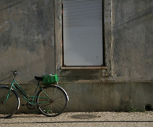 bicicleta, wall, and bicycle image