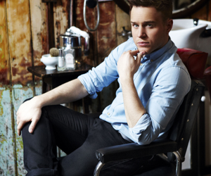 olly murs and singer image