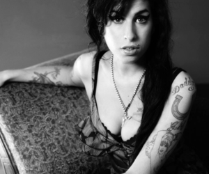 Amy Winehouse, sweet, and b&w image