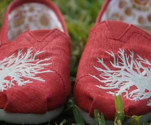 toms, shoes, and red image