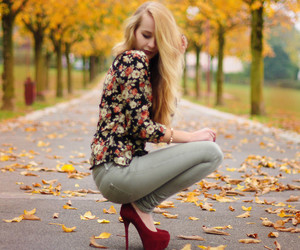 autumn, bag, and blonde image