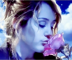 miley cyrus and flowers image