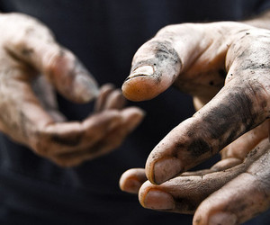 hands and dirty image