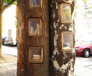 books and book tree image