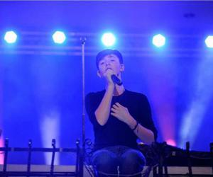 concert, sing, and greyson chance image
