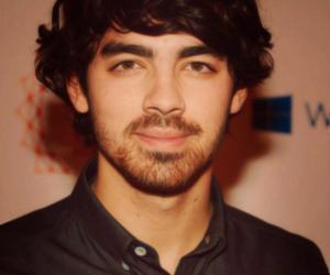 Joe Jonas and giovana yukie image