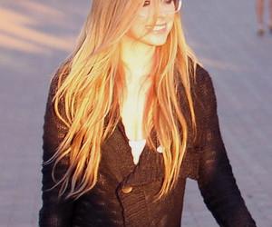 Avril Lavigne, blonde, and glasses image