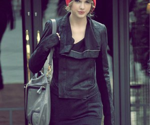 paparazzi and Taylor Swift image