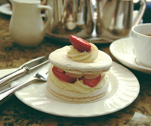 food, strawberry, and cake image