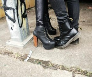 heels, kiss, and shoes image