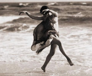 dance, isadora duncan, and sea image