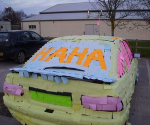 car and post-its image
