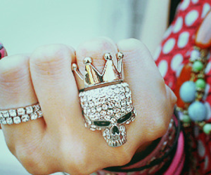 rings and girl image