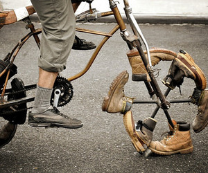 bike and shoes image
