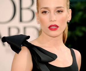 golden globes and piper perabo image