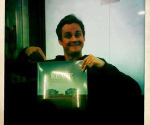 smile, tom chaplin, and strangeland image