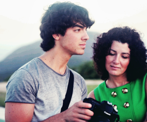 Joe Jonas, denise jonas, and jonas brothers image