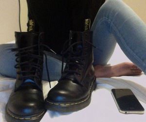 pale, boots, and grunge image