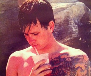 blink 182 and tom delonge image