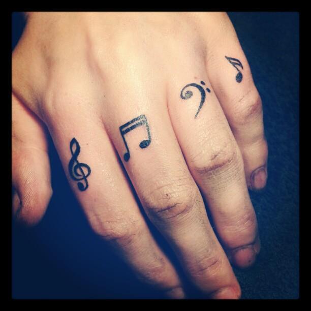 Tatuaje Notas Musicales En Dedos Arte Tattoo