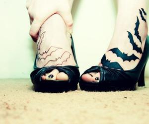 bat and feet image