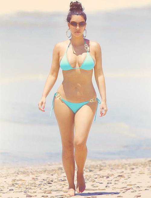 Kim kardashian sexy bikini that interfere