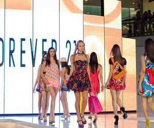 forever 21 and model image