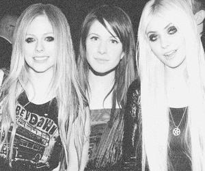 Avril Lavigne, girls, and black and white image