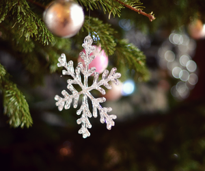 bokeh, christmas, and crystal image