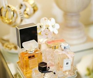 perfume, chanel, and daisy image