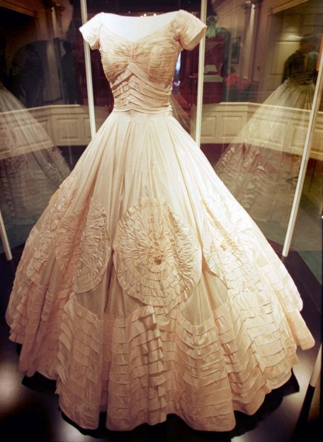 Spice out your beauty on alexander mcqueen wedding gowns from spice out your beauty on alexander mcqueen wedding gowns from wedding planner junglespirit Image collections
