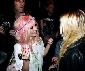 audrey kitching and Taylor Momsen image