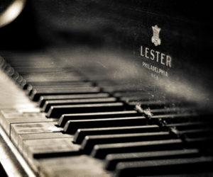 piano and photography image