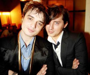 carl barat, pete doherty, and the libertines image