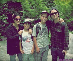 adrienne armstrong, billie joe armstrong, and family image